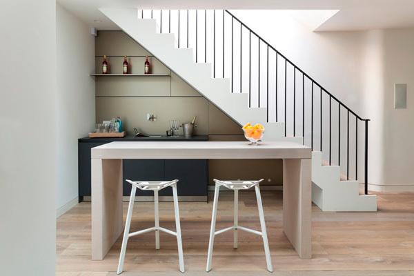 cocina-bajo-la-escalera